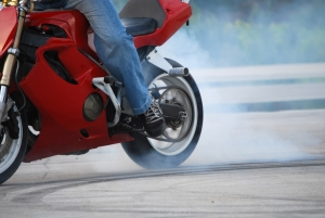 motorcycle-stunter-tyre-burnout-1301095-m